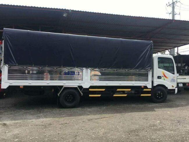 Xe tải chở hàng dài 6 mét